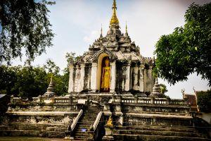 Wat-Phra-Yuen-Lamphun-Thailand-01.jpg
