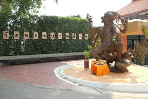 Wat-Phrabat-Nam-Phu-Lopburi-Thailand-02.jpg