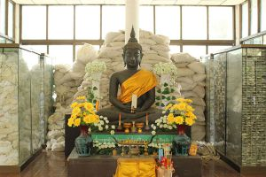 Wat-Phrabat-Nam-Phu-Lopburi-Thailand-03.jpg