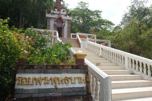 Wat-Phrabat-Nam-Phu-Lopburi-Thailand-05.jpg