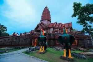 Wat-Phrai-Phatthana-Sisaket-Thailand-01.jpg