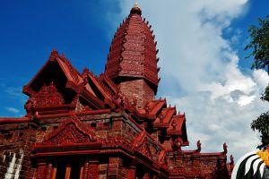Wat-Phrai-Phatthana-Sisaket-Thailand-02.jpg