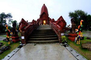 Wat-Phrai-Phatthana-Sisaket-Thailand-04.jpg