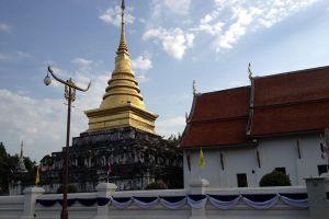 Wat-Phrathat-Chang-Kham-Worawihan-Nan-Thailand-002.jpg