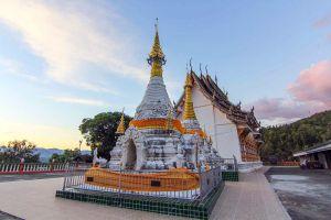 Wat-Phrathat-Chom-Chaeng-Mae-Hong-Son-Thailand-01.jpg