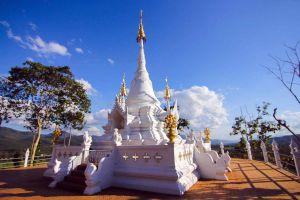 Wat-Phrathat-Chom-Mon-Mae-Hong-Son-Thailand-01.jpg