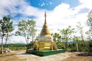 Wat-Phrathat-Chom-Mon-Mae-Hong-Son-Thailand-02.jpg
