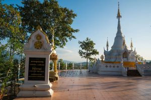 Wat-Phrathat-Chom-Mon-Mae-Hong-Son-Thailand-03.jpg