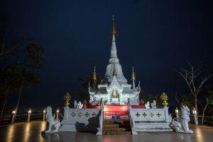 Wat-Phrathat-Chom-Mon-Mae-Hong-Son-Thailand-06.jpg