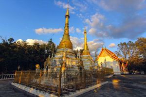 Wat-Phrathat-Chom-Tong-Mae-Hong-Son-Thailand-02.jpg
