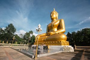 Wat-Phrathat-Chom-Tong-Mae-Hong-Son-Thailand-06.jpg