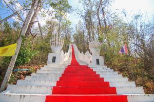 Wat-Phrathat-Doi-Leng-Phrae-Thailand-01.jpg