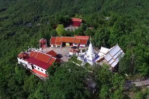 Wat-Phrathat-Doi-Leng-Phrae-Thailand-03.jpg