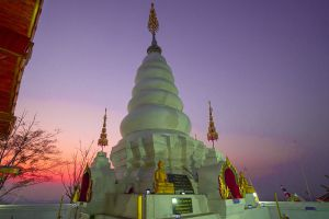 Wat-Phrathat-Doi-Leng-Phrae-Thailand-05.jpg