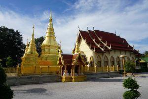 Wat-Phrathat-Ha-Duang-Lamphun-Thailand-01.jpg