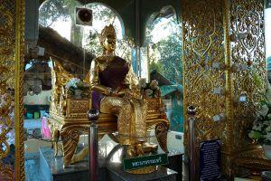 Wat-Phrathat-Ha-Duang-Lamphun-Thailand-03.jpg
