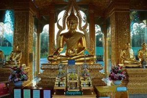 Wat-Phrathat-Ha-Duang-Lamphun-Thailand-05.jpg