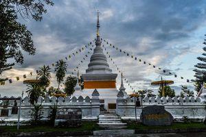 Wat-Phrathat-Khao-Noi-Nan-Thailand-002.jpg