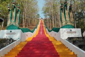 Wat-Phrathat-Khao-Noi-Nan-Thailand-003.jpg