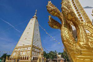 Wat-Phrathat-Nong-Bua-Ubon-Ratchathani-Thailand-06.jpg