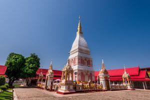 Wat-Phrathat-Renu-Nakhon-Phanom-Thailand-02.jpg