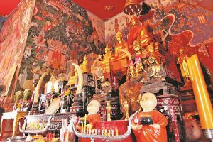 Wat-Phrom-Rangsi-Lopburi-Thailand-05.jpg