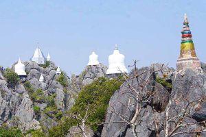 Wat-Phutthabat-Sutthawat-Lampang-Thailand-02.jpg