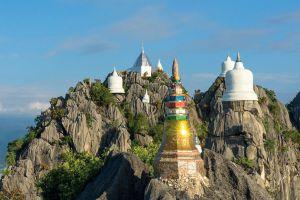 Wat-Phutthabat-Sutthawat-Lampang-Thailand-04.jpg