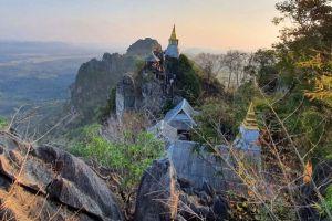 Wat-Phutthabat-Sutthawat-Lampang-Thailand-05.jpg