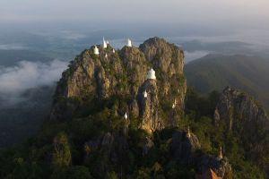 Wat-Phutthabat-Sutthawat-Lampang-Thailand-06.jpg