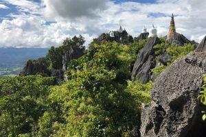Wat-Phutthabat-Sutthawat-Lampang-Thailand-07.jpg