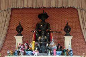 Wat-Pichai-Songkram-Ayutthaya-Thailand-04.jpg