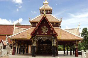 Wat-Pong-Sanuk-Lampang-Thailand-03.jpg