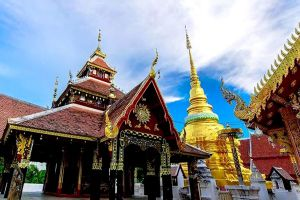 Wat-Pong-Sanuk-Lampang-Thailand-05.jpg
