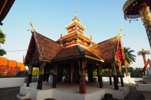 Wat-Pong-Sanuk-Lampang-Thailand-07.jpg