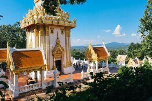 Wat-Pra-Putthabat-Phu-Kwai-Ngoen-Loei-Thailand-02.jpg