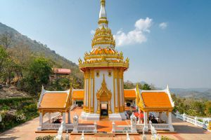 Wat-Pra-Putthabat-Phu-Kwai-Ngoen-Loei-Thailand-03.jpg
