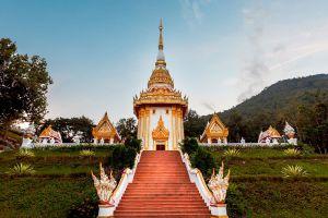 Wat-Pra-Putthabat-Phu-Kwai-Ngoen-Loei-Thailand-07.jpg