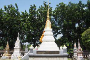 Wat-Pradu-Songtham-Ayutthaya-Thailand-05.jpg