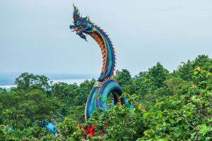 Wat-Roi-Phra-Phutthabat-Phu-Manorom-Mukdahan-Thailand-01.jpg