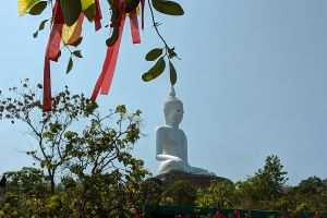 Wat-Roi-Phra-Phutthabat-Phu-Manorom-Mukdahan-Thailand-06.jpg