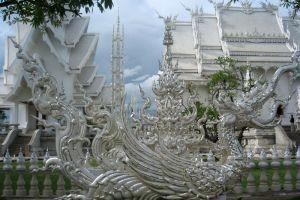 Wat-Rong-Khun-Chiang-Rai-Thailand-003.jpg
