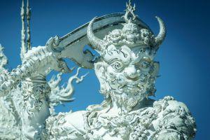Wat-Rong-Khun-Chiang-Rai-Thailand-005.jpg