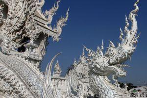 Wat-Rong-Khun-Chiang-Rai-Thailand-006.jpg