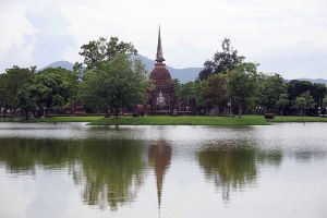 Wat-Sa-Si-Sukhothai-Thailand-02.jpg