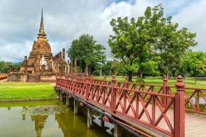 Wat-Sa-Si-Sukhothai-Thailand-03.jpg