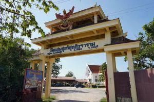 Wat-Saen-Suk-Sutthiwararam-Chonburi-Thailand-05.jpg
