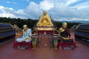 Wat-Saeng-Kaeo-Phothiyan-Chiang-Rai-Thailand-02.jpg