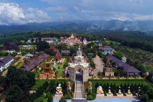 Wat-Saeng-Kaeo-Phothiyan-Chiang-Rai-Thailand-07.jpg
