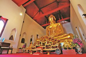 Wat-Sao-Thong-Thong-Lopburi-Thailand-003.jpg